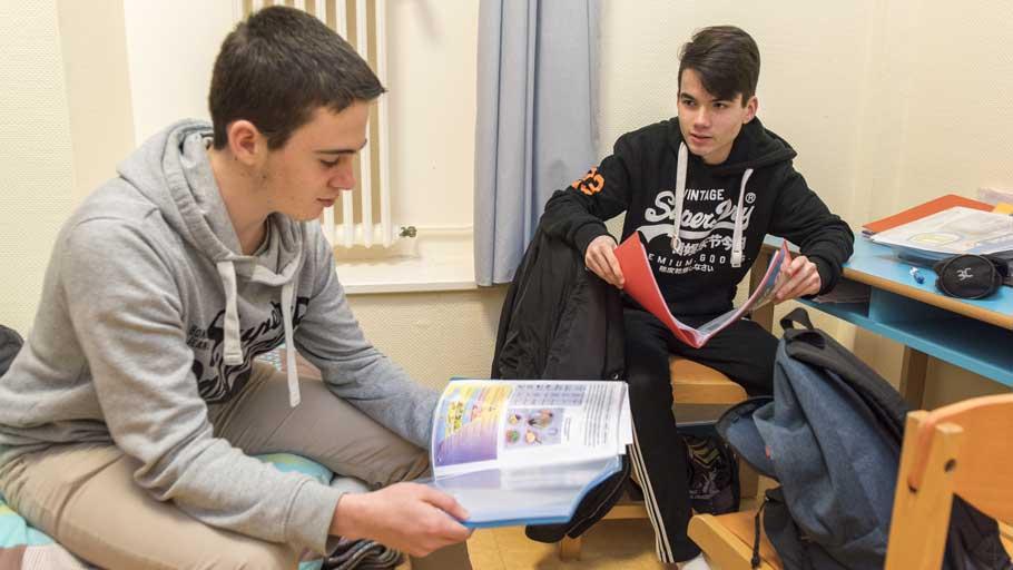 Internat ies groupe scolaire poullart des places for Garage de thiais