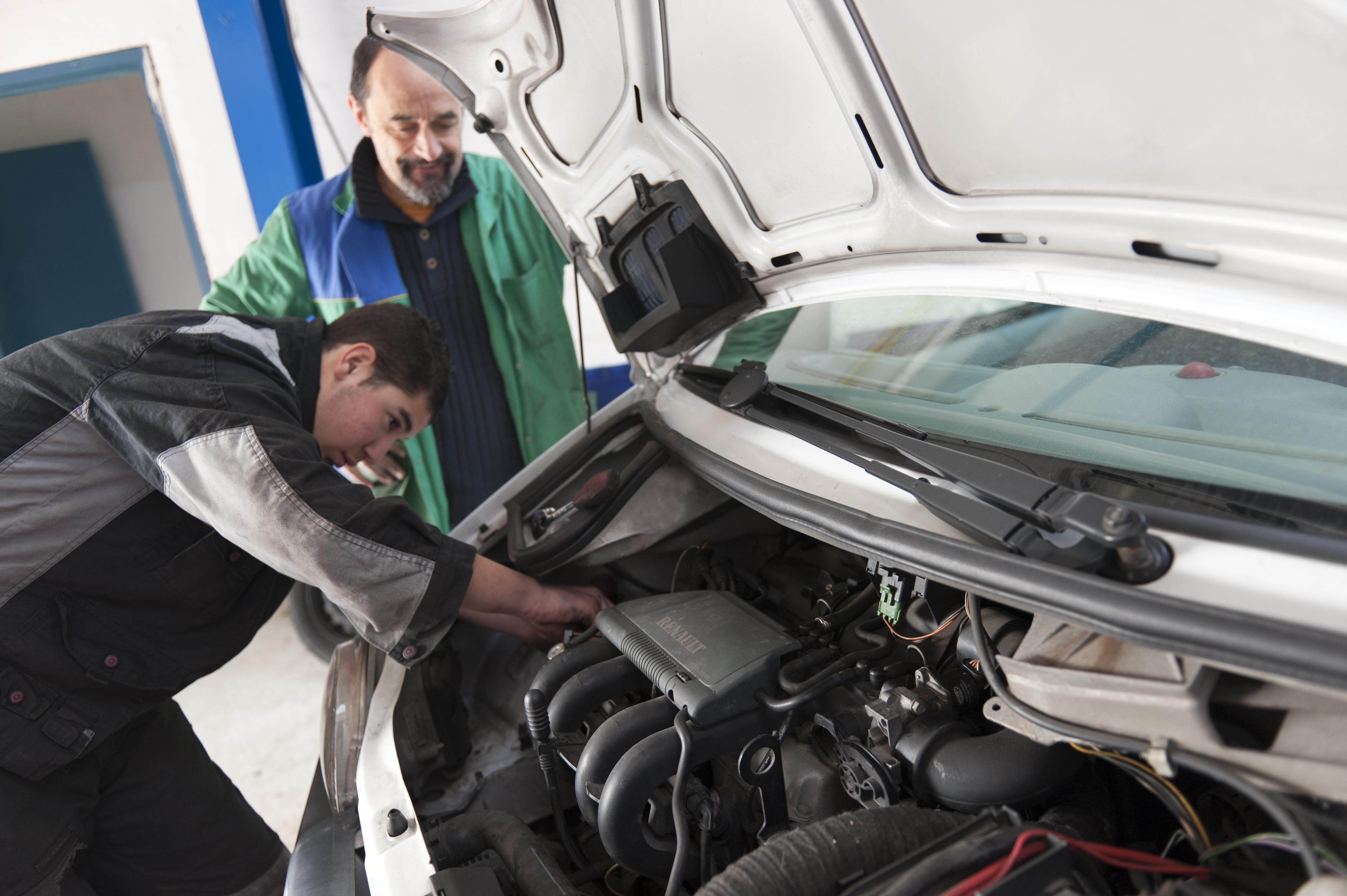 14 mars 2012, mécanique automobile d\'application au Lycée professionnel Sacré-Cœur d\'Apprentis d\'Auteuil à Thiais (94)