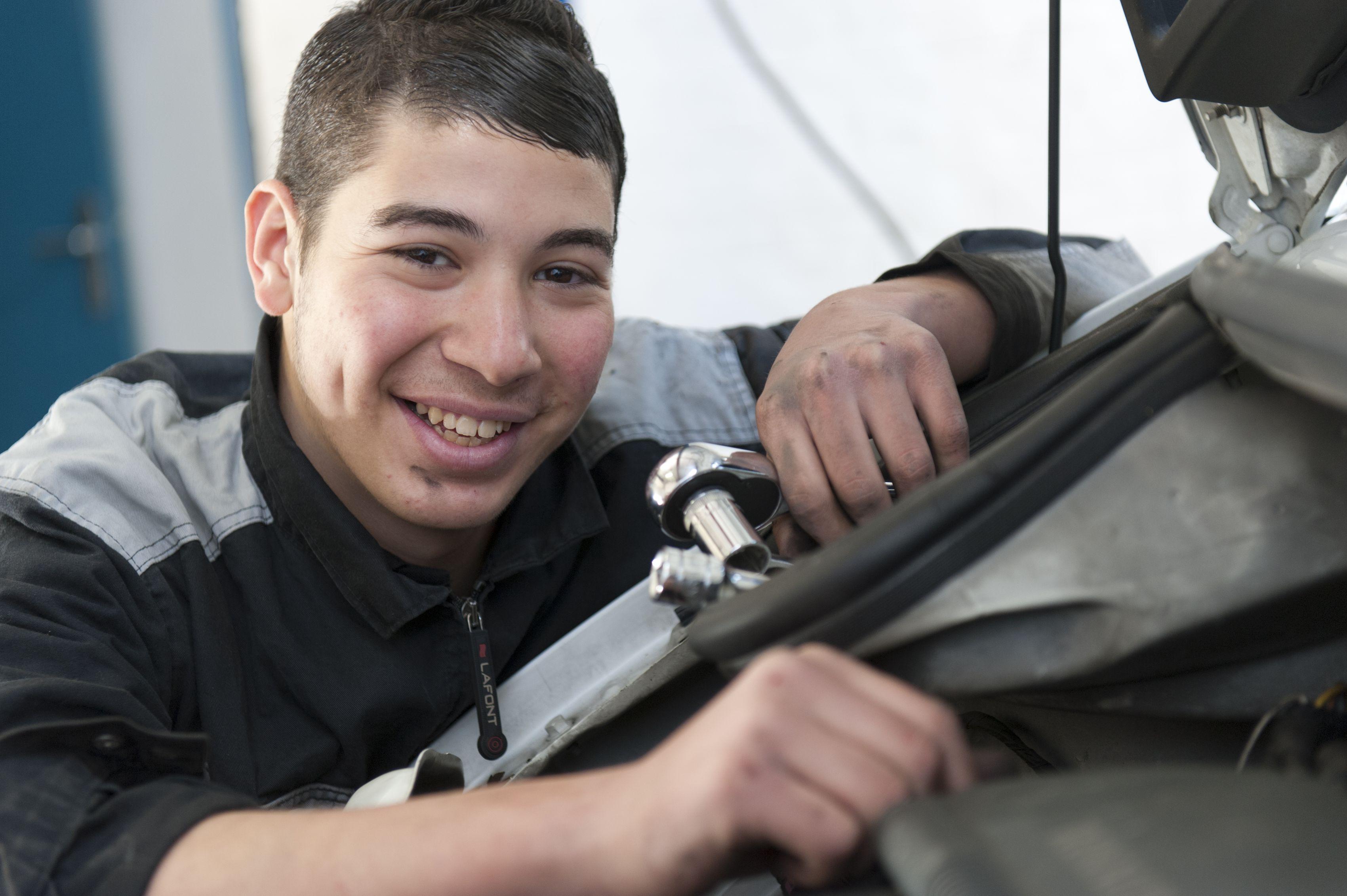 14 mars 2012, Houssam en mecanique automobile d\'application au